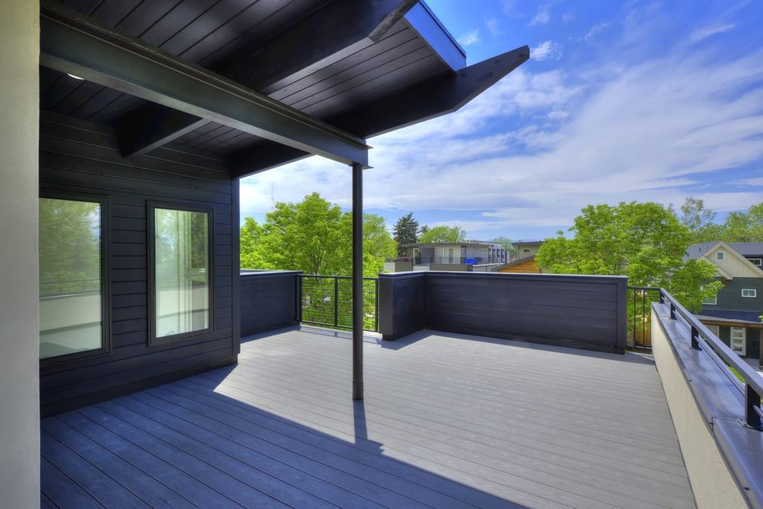 Denver-ModernArchitecture-StuarStreet-WalkoutDeck-Views-1100x735.jpg