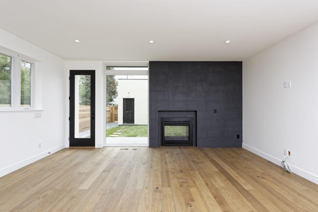 Denver-ModernArchitecture-twowayfireplace-indooroutdoor-1100x734.jpg