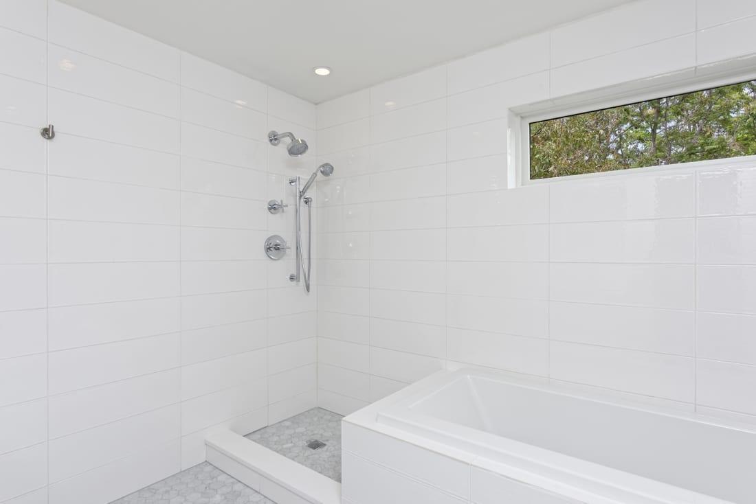 DenverModernArchitecture-WhiteTile-Bathroom-1100x734.jpg